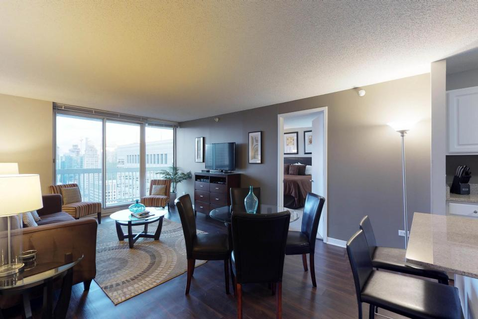 Fashionable on the 42nd Floor - Chicago Vacation Rental - Photo 36