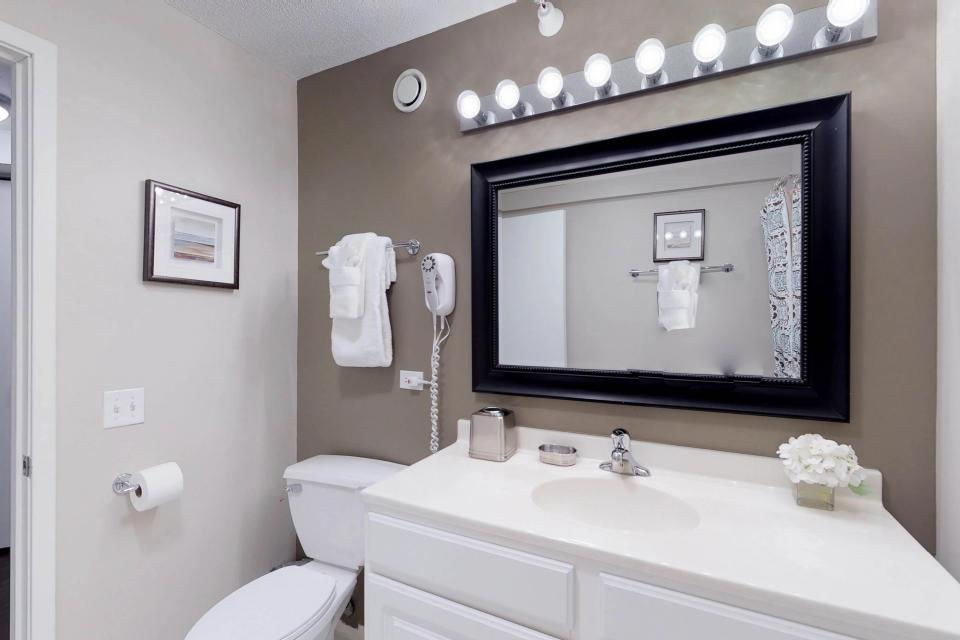 Fashionable on the 42nd Floor - Chicago Vacation Rental - Photo 29