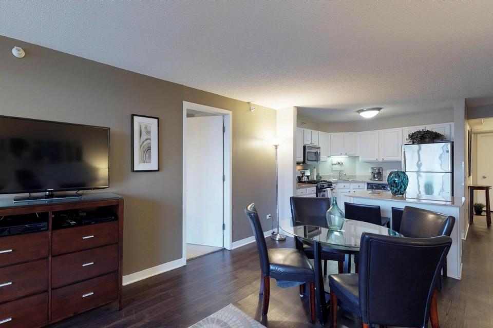 Fashionable on the 42nd Floor - Chicago Vacation Rental - Photo 9