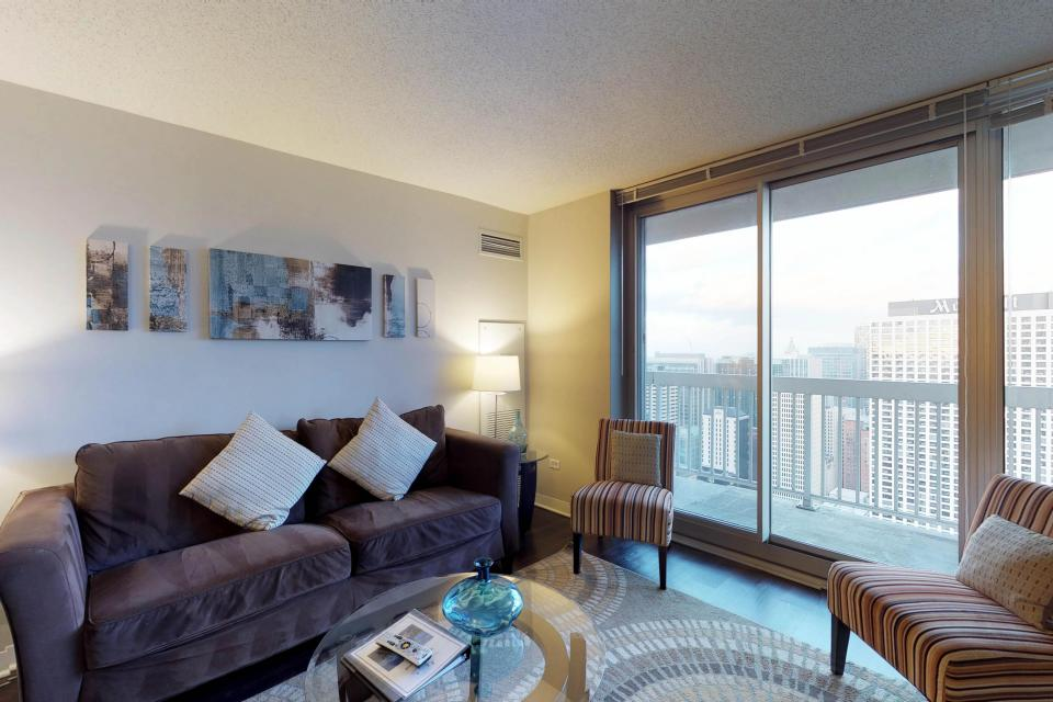 Fashionable on the 42nd Floor - Chicago - Take a Virtual Tour
