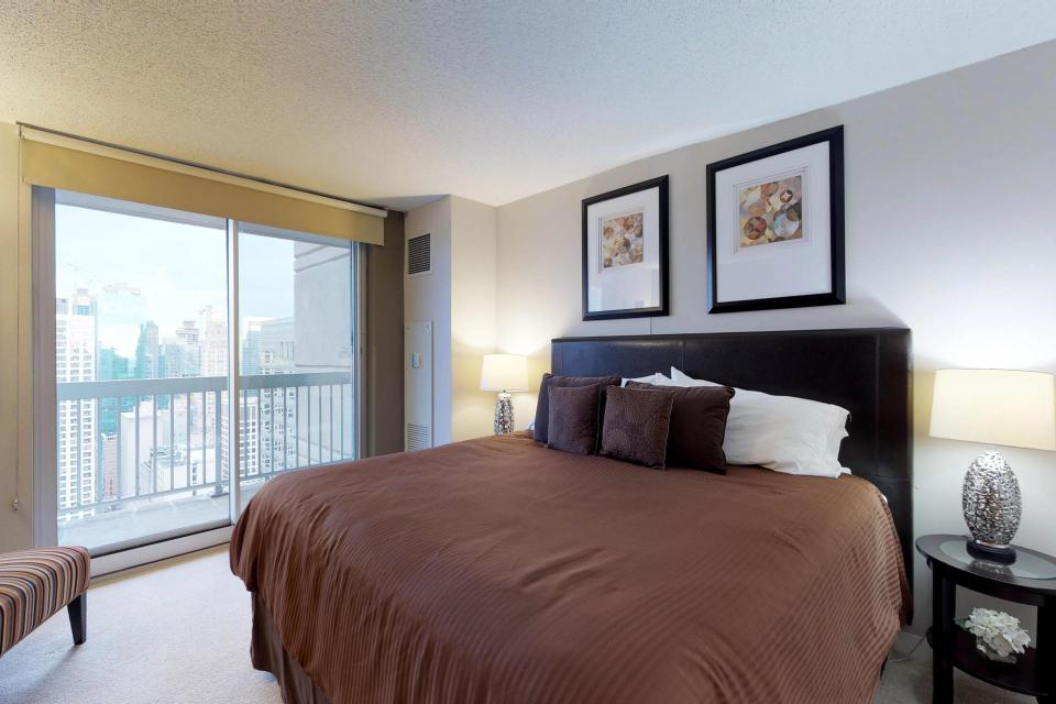 Fashionable on the 42nd Floor - Chicago Vacation Rental - Photo 14