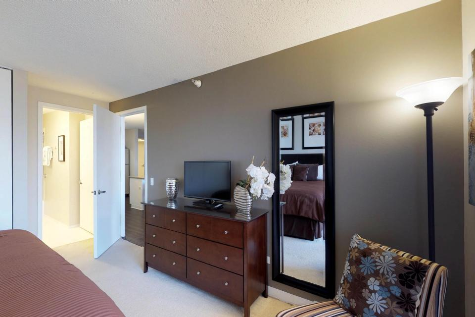 Fashionable on the 42nd Floor - Chicago Vacation Rental - Photo 16