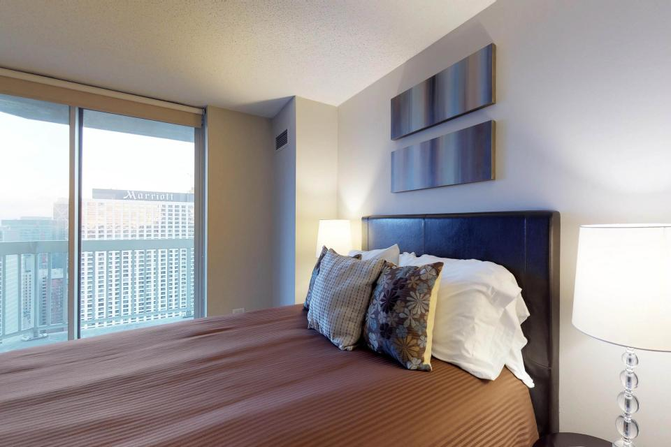 Fashionable on the 42nd Floor - Chicago Vacation Rental - Photo 25