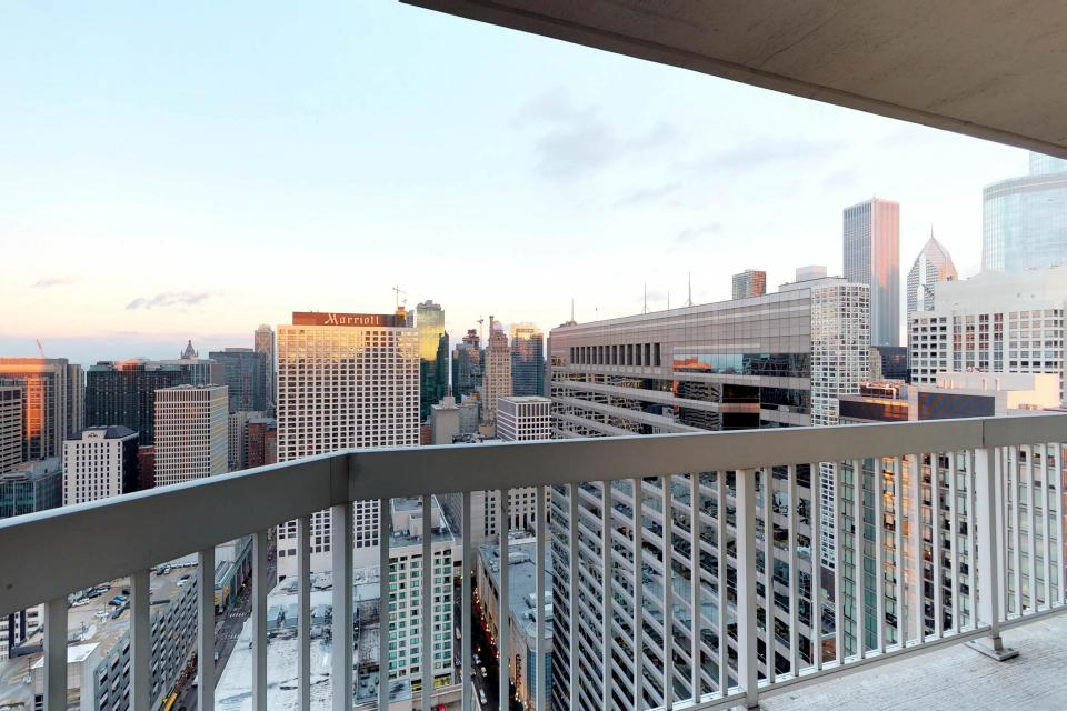 Fashionable on the 42nd Floor - Chicago Vacation Rental - Photo 34