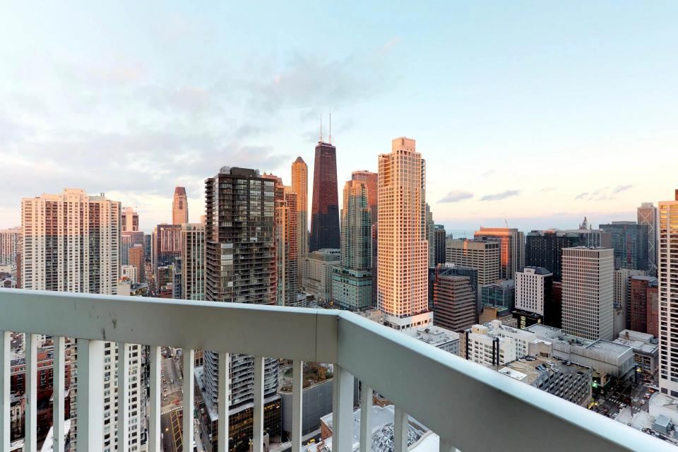 Fashionable on the 42nd Floor - Chicago Vacation Rental - Photo 20