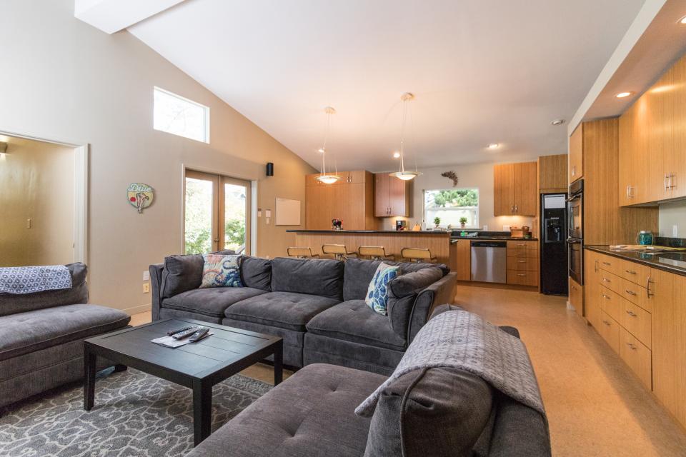 Summer House Lower Level - Seaside Vacation Rental - Photo 7