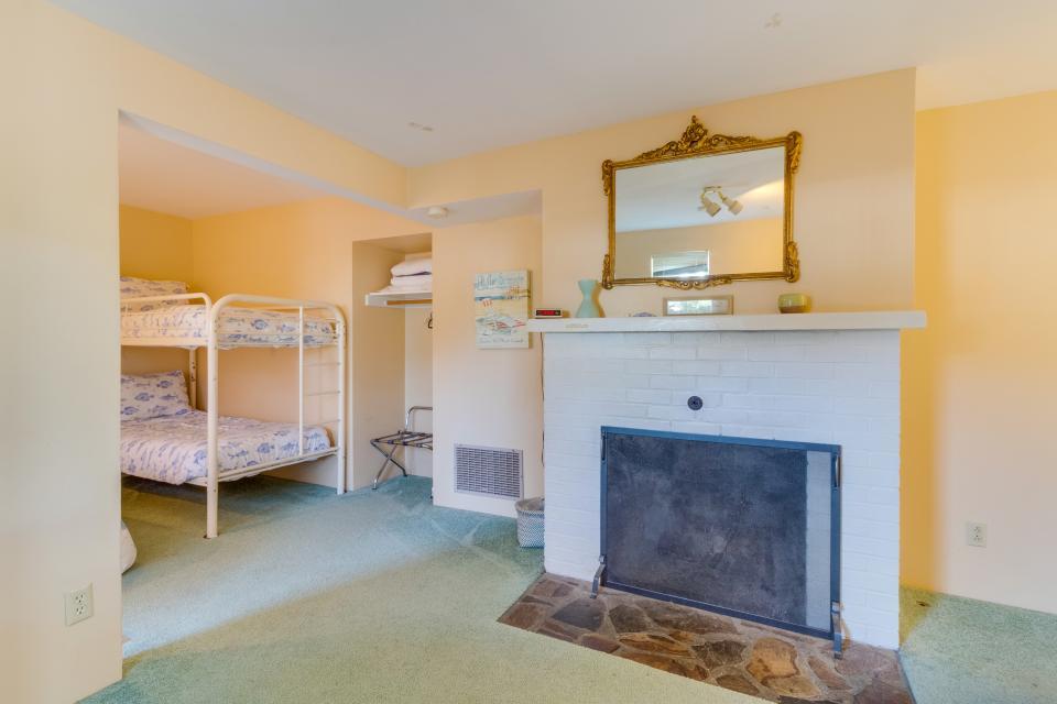 Summer House Lower Level - Seaside Vacation Rental - Photo 22