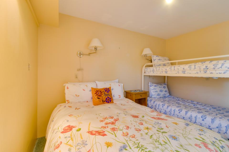 Summer House Lower Level - Seaside Vacation Rental - Photo 24