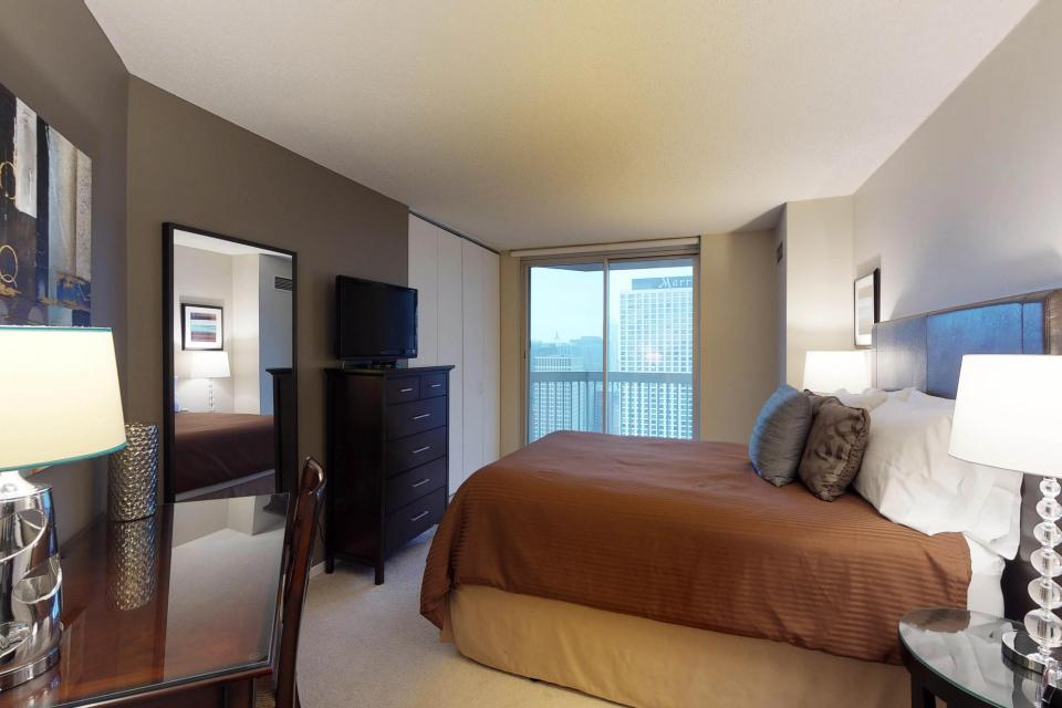 Down on State Street - Chicago Vacation Rental - Photo 10