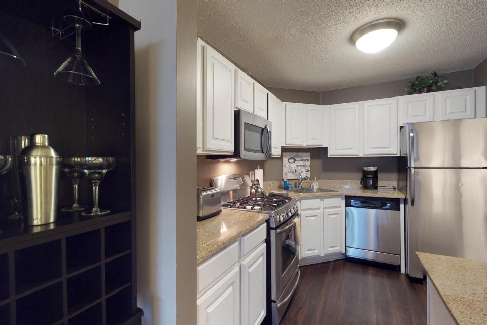 Down on State Street - Chicago Vacation Rental - Photo 13