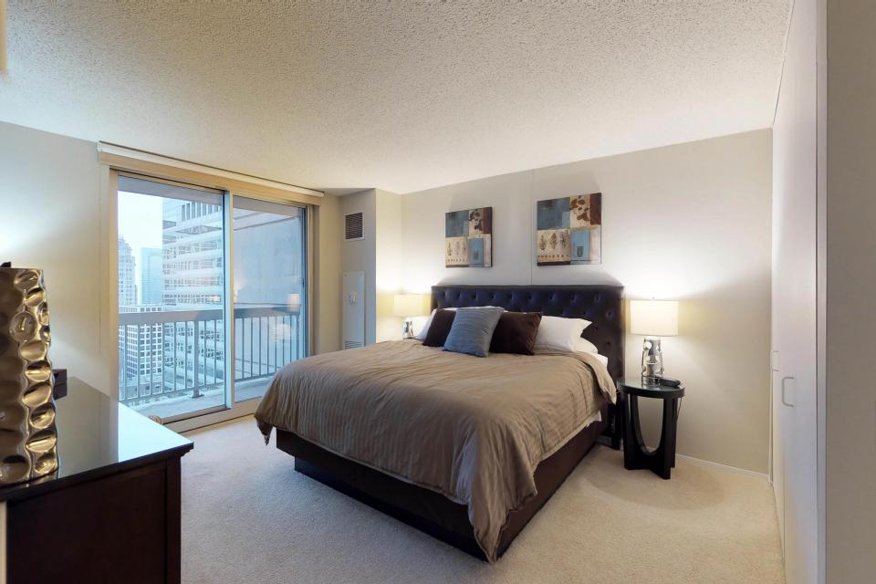 Down on State Street - Chicago Vacation Rental - Photo 8