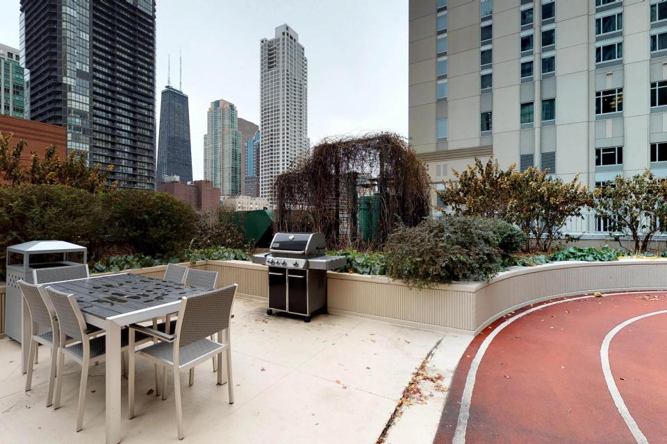 Fashionable on the 42nd Floor - Chicago Vacation Rental - Photo 49