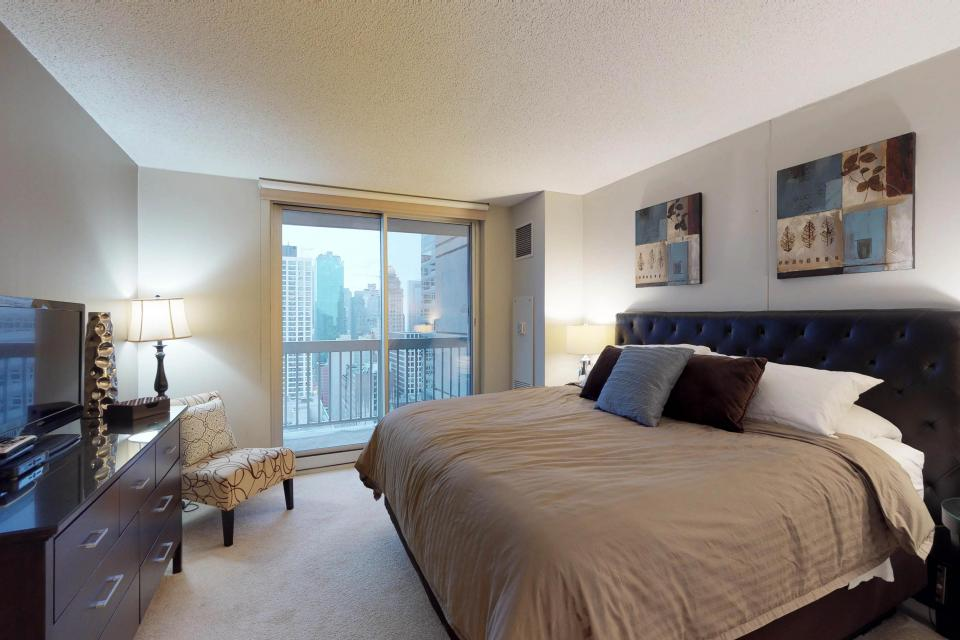 Down on State Street - Chicago Vacation Rental - Photo 7