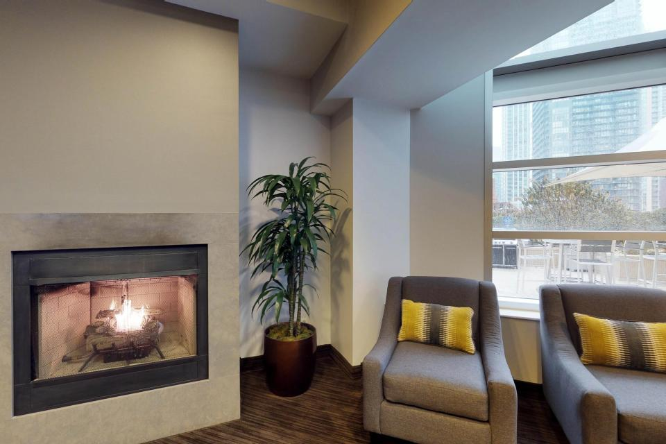 Fashionable on the 42nd Floor - Chicago Vacation Rental - Photo 46