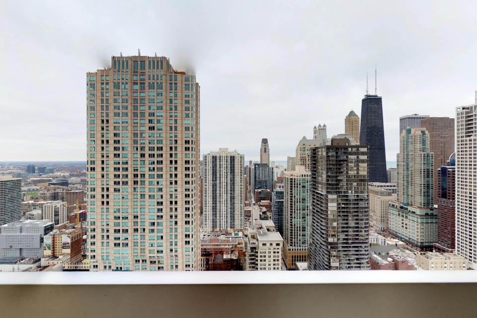 Second City Comfort - Chicago Vacation Rental - Photo 4