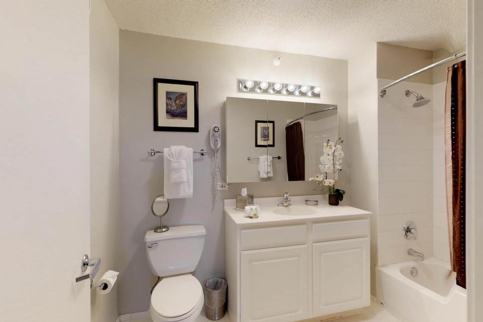 Second City Comfort - Chicago Vacation Rental - Photo 13