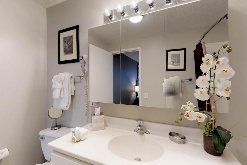 Second City Comfort - Chicago Vacation Rental - Photo 14