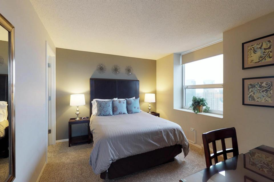 Second City Comfort - Chicago Vacation Rental - Photo 16