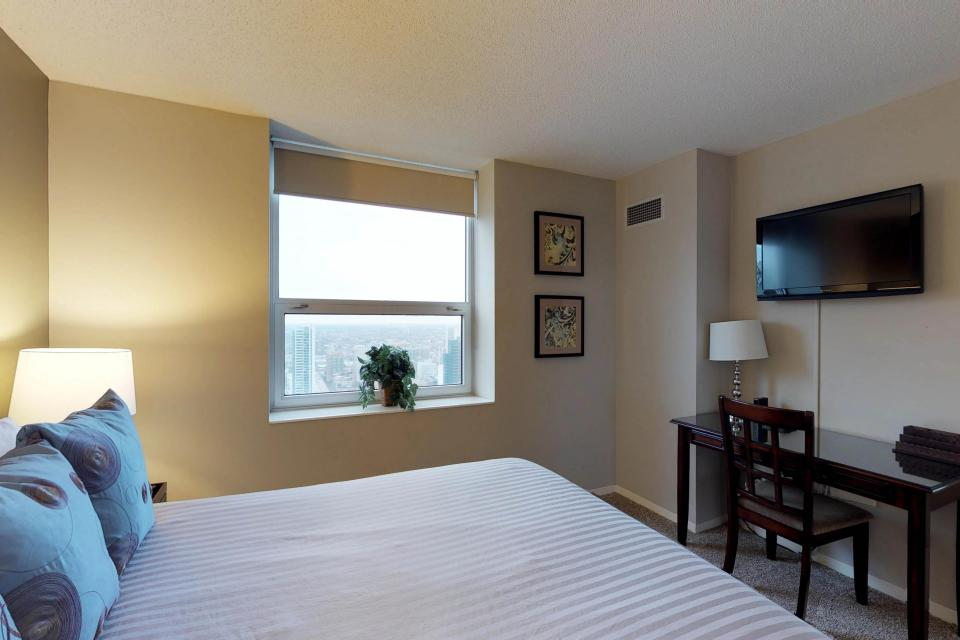 Second City Comfort - Chicago Vacation Rental - Photo 17