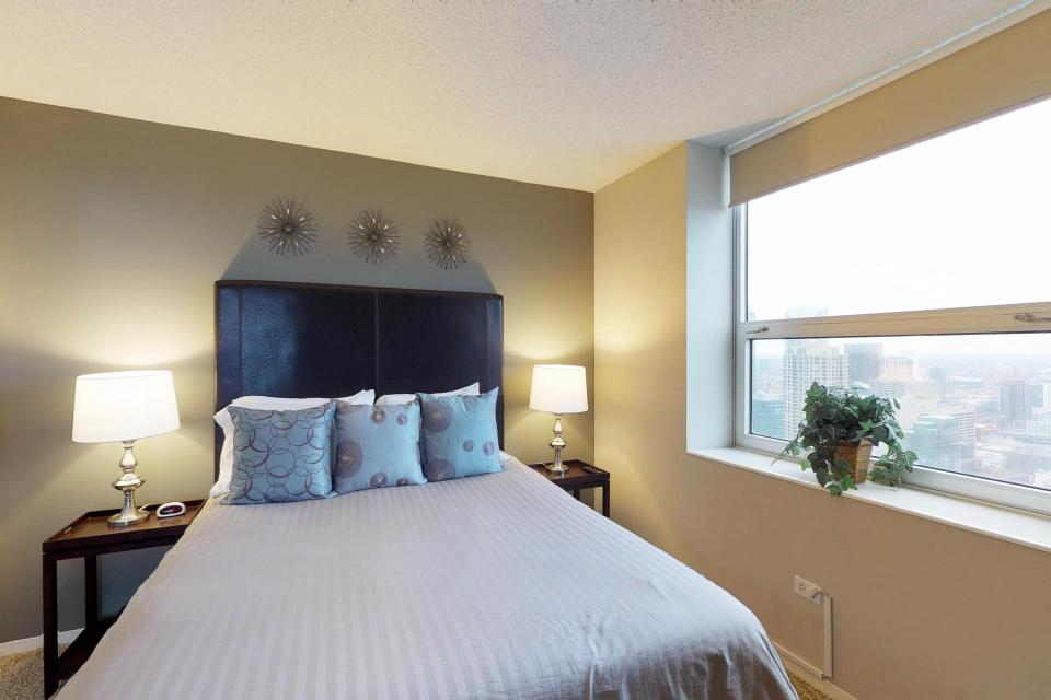 Second City Comfort - Chicago Vacation Rental - Photo 18