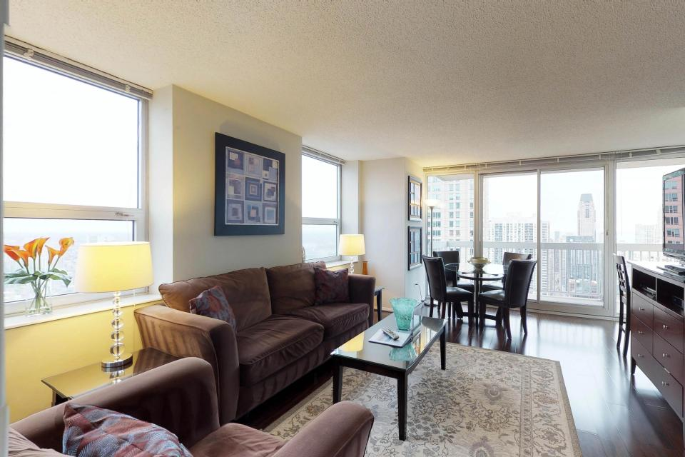 Second City Comfort - Chicago Vacation Rental - Photo 3