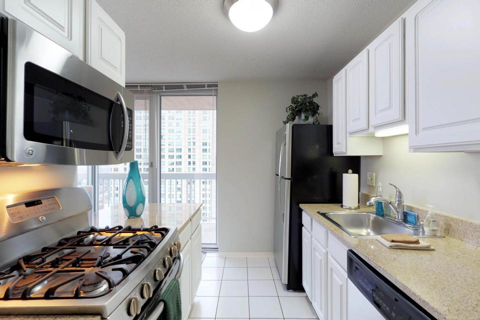Second City Comfort - Chicago Vacation Rental - Photo 2