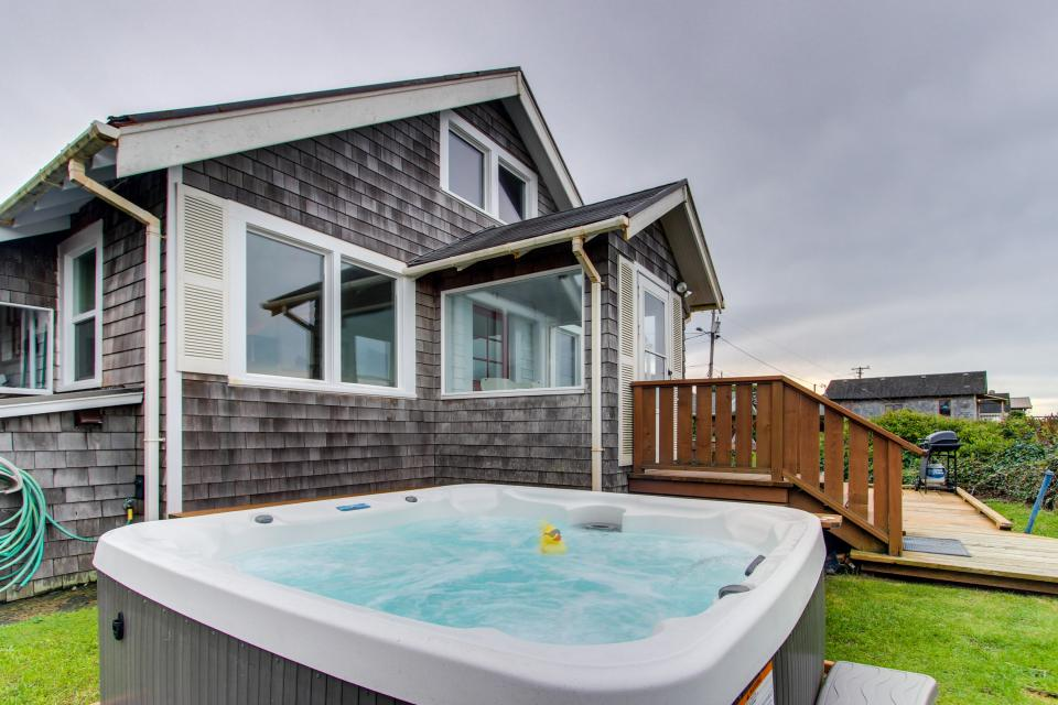 The Rising Tide Oceanfront Cottage - Rockaway Beach Vacation Rental - Photo 2
