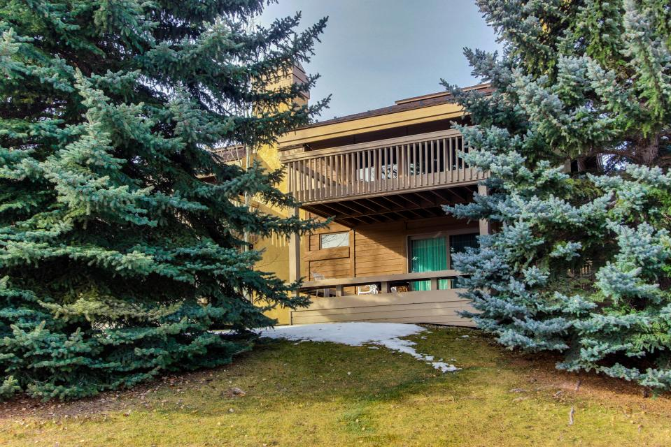 Sunburst Family Getaway With Pool And Hot Tub 3 Bd Vacation Rental In Sun Valley Id Vacasa