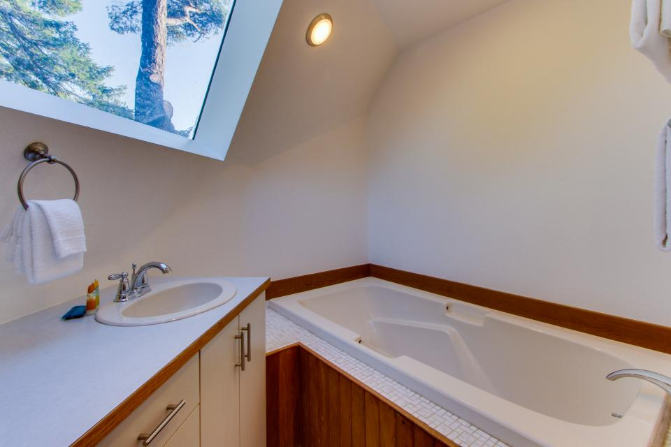 Surf Dome at Otter Rock - Otter Rock Vacation Rental - Photo 20
