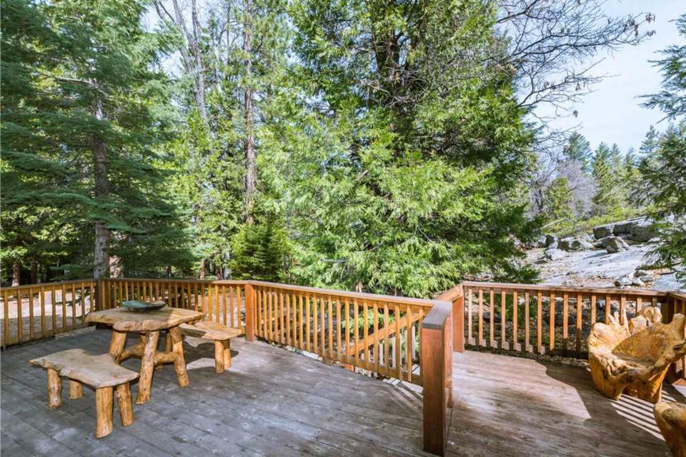 Rocky Pines Lodge - Shaver Lake Vacation Rental - Photo 4
