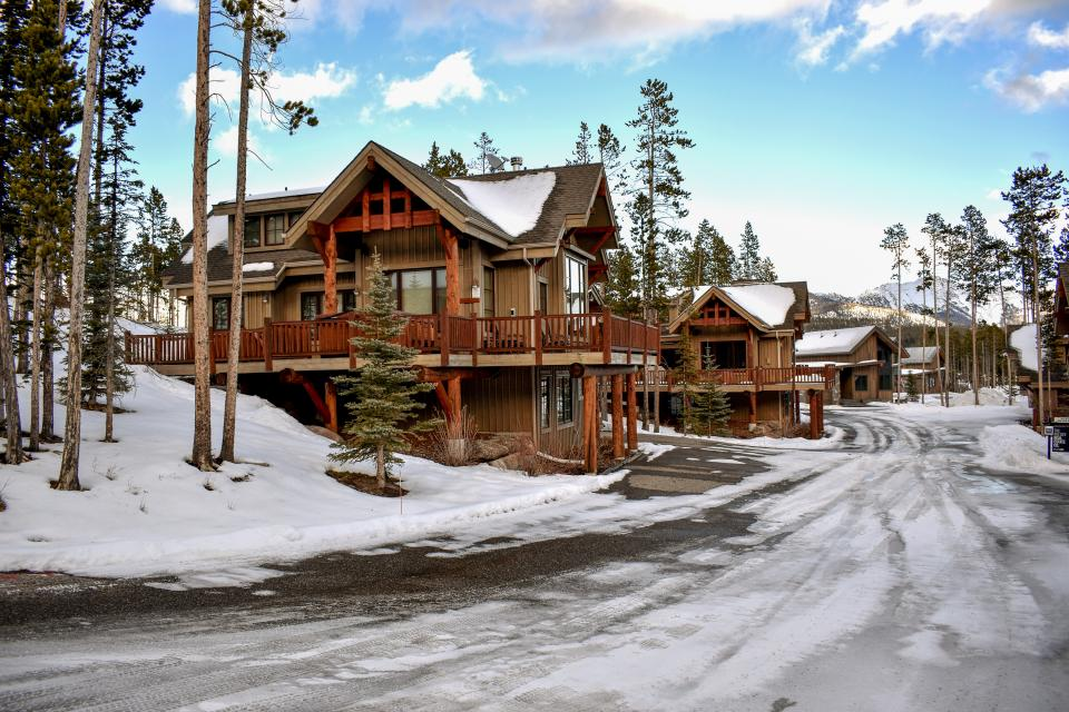 Happy trails ski cabin 3 bd vacation rental in big sky for Big sky cabin rentals