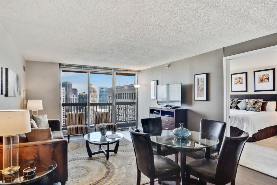 Fashionable on the 42nd Floor - Chicago Vacation Rental - Photo 2