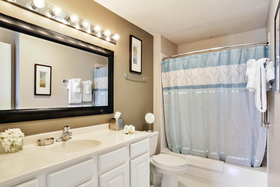 Fashionable on the 42nd Floor - Chicago Vacation Rental - Photo 21