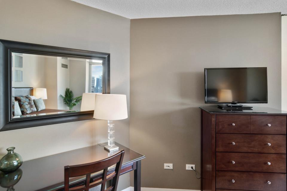 Fashionable on the 42nd Floor - Chicago Vacation Rental - Photo 27