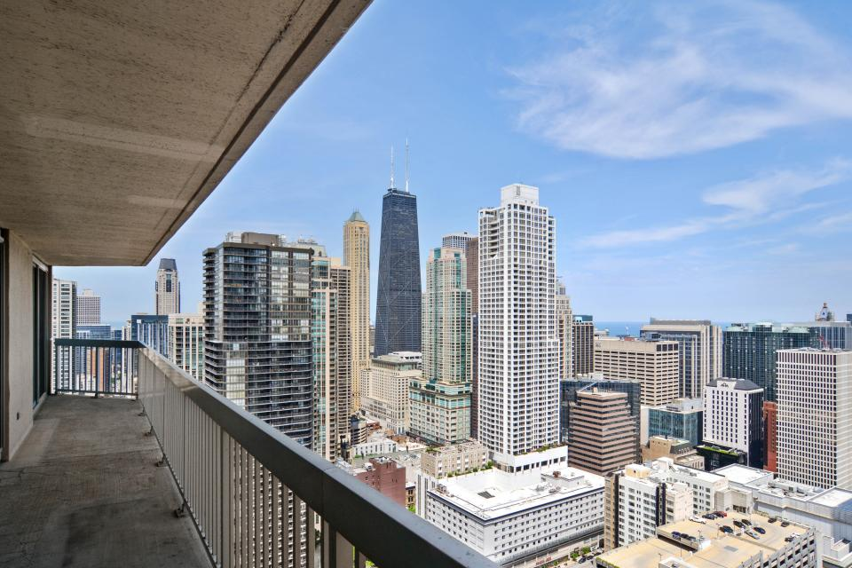 Fashionable on the 42nd Floor - Chicago Vacation Rental - Photo 3
