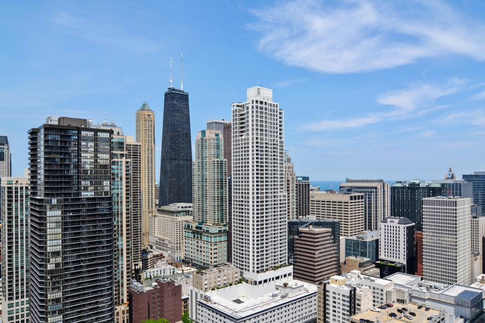 Fashionable on the 42nd Floor - Chicago Vacation Rental - Photo 8
