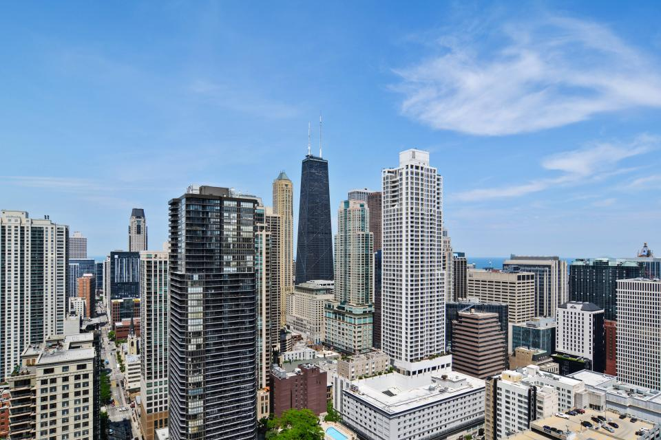 Fashionable on the 42nd Floor - Chicago Vacation Rental - Photo 35