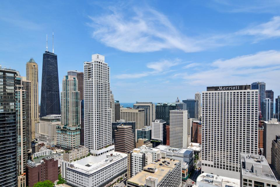 Fashionable on the 42nd Floor - Chicago Vacation Rental - Photo 37