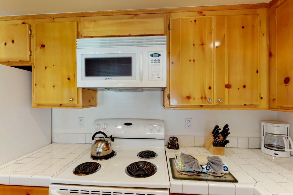 Interlaken Condominium #22 - June Lake Vacation Rental - Photo 10