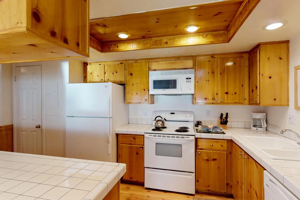 Interlaken Condominium #22 - June Lake Vacation Rental - Photo 9