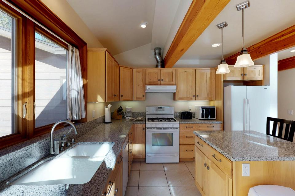 Silver Meadow House - June Lake Vacation Rental - Photo 4