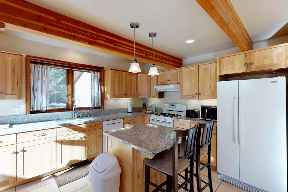 Silver Meadow House - June Lake Vacation Rental - Photo 7