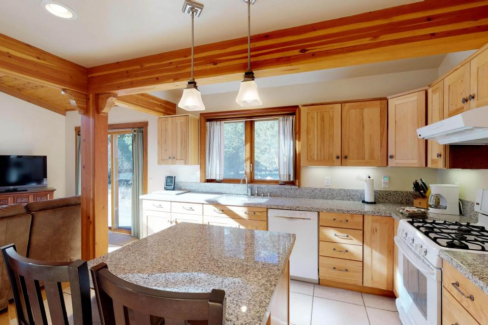 Silver Meadow House - June Lake Vacation Rental - Photo 9