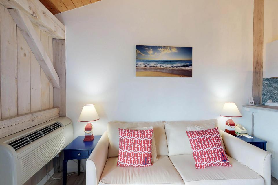 Island Inn - 46G - Oak Bluffs Vacation Rental - Photo 9
