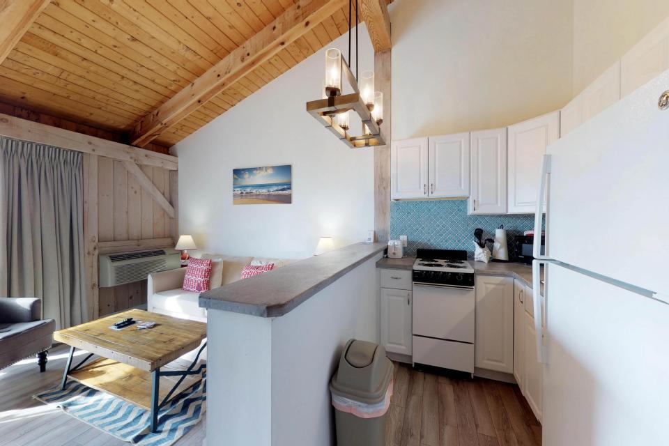 Island Inn - 46G - Oak Bluffs Vacation Rental - Photo 3