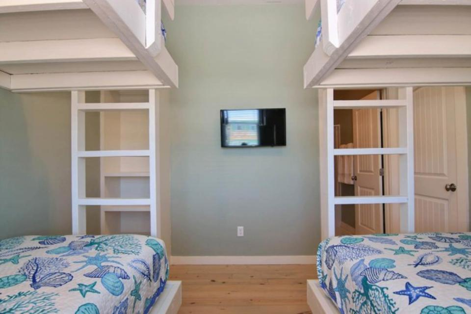 High Tides and Good Vibes in Gulf Village - Port Aransas Vacation Rental - Photo 24