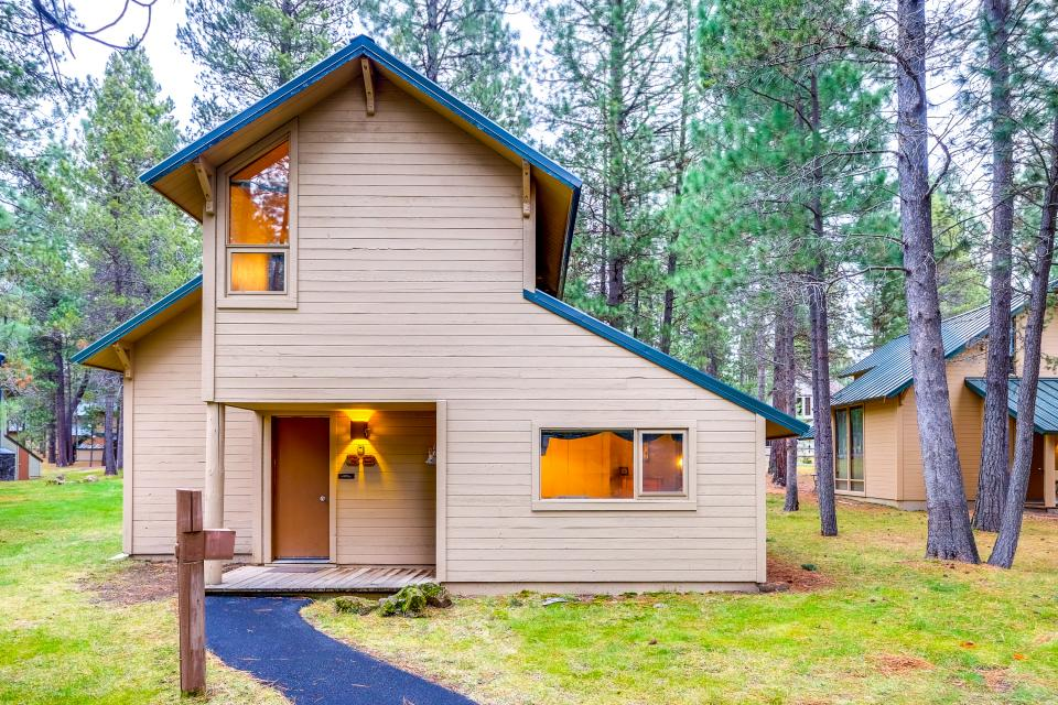 Sun River Ranch ranch cabin #38 | 3 bd vacation rental in sunriver, or | vacasa