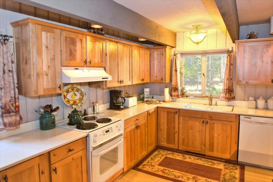 3 Pinecone - Sunriver Vacation Rental - Photo 3