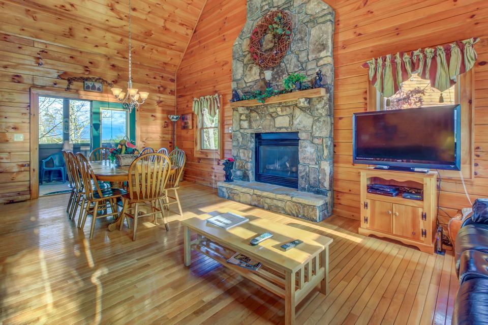 Arrowhead Log Cabin Resort: Papaw's Bear Den Cabin - Pigeon Forge Vacation Rental - Photo 7