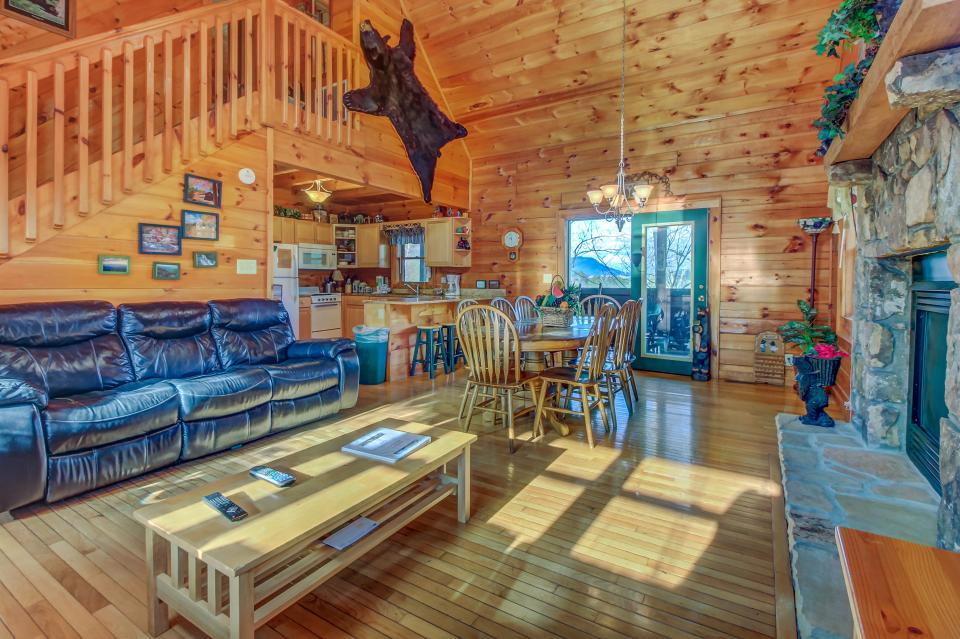 Arrowhead Log Cabin Resort: Papaw's Bear Den Cabin - Pigeon Forge Vacation Rental - Photo 8